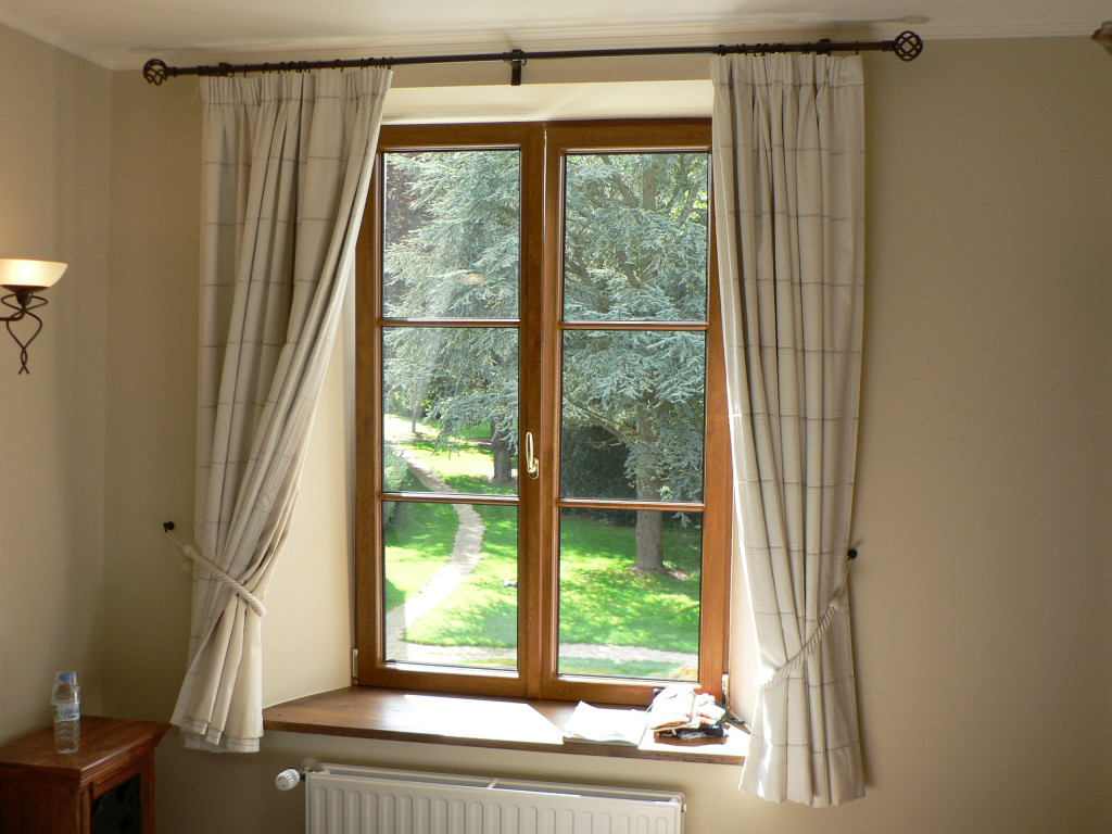How to Clean and Wash Windows Blinds Drapes